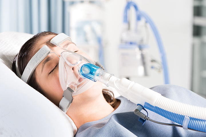 Woman sleeping wearing F&P Nivairo™ mask