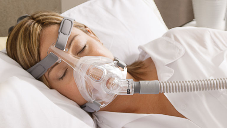 Women sleeping wearing F&P Simplus mask